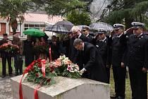 Dvě partnerská města – Přerov a Kotor – spojuje osobnost Františka Rasche – vůdce vzpoury námořníků v Boce Kotorské. Města podepsala partnerskou smlouvu o spolupráci přesně v den výročí jeho popravy.