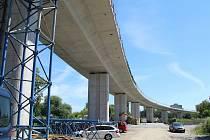 Stavba dálniční estakády v Předmostí. Léto 2020