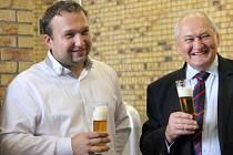 Ministr zemědělství Marian Jurečka si v úterý dopoledne prohlédl areál přerovského pivovaru Zubr, kde diskutoval s pivovarníky a zemědělci.