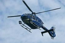 Policejní vrtulník hlídá neukázněné řidiče