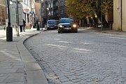 Kratochvílova ulice v Přerově je po měsících zoufalství řidičů konečně průjezdná.