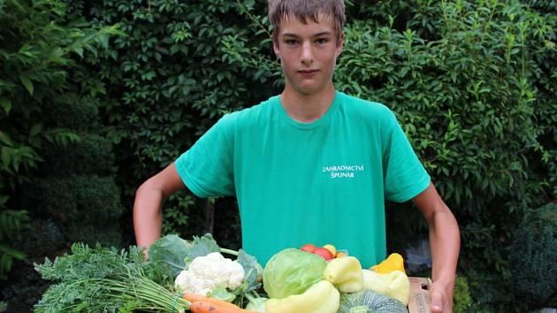 Marek Špunar zapojil do podnikání celou rodinu, jejich bedýnka váží i 14 kilogramů.