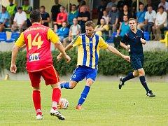 Fotbalisté Kozlovic (v pruhovaném) proti 1. BFK Frýdlant nad Ostravicí