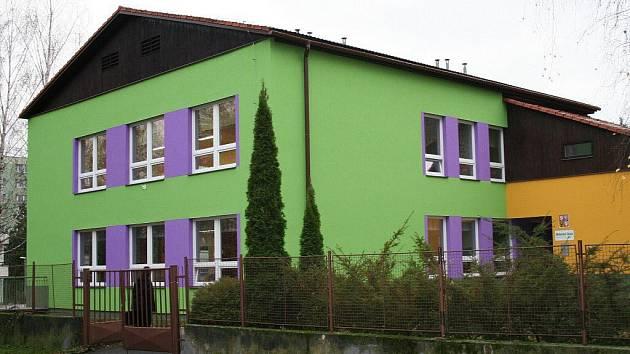 Budova nově opravené mateřské školy v Lipníku