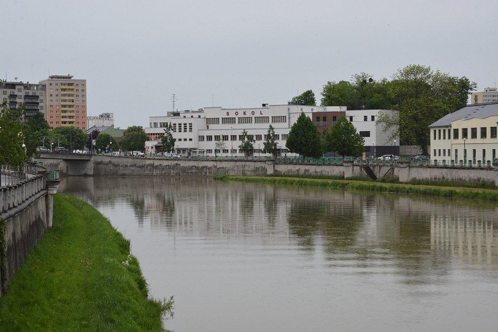 Řeka Bečva v Přerově v  pondělí 17. května 2021
