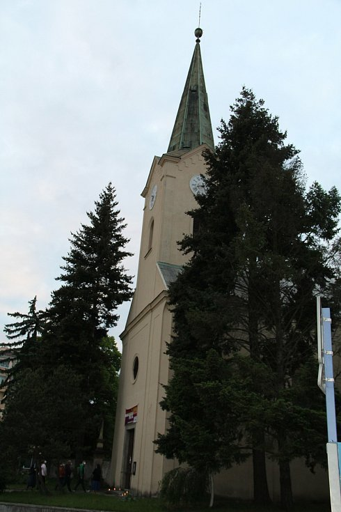 Noc kostelů v Přerově přilákala davy návštěvníků. Největší zájem byl o prohlídku věže kostela sv. Vavřince, která byla výjimečně zpřístupněna.