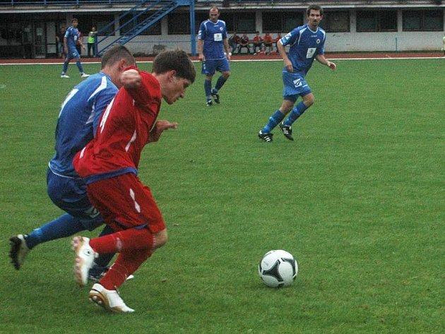 Fotbalisté Přerova (v modrém). Ilustrační foto