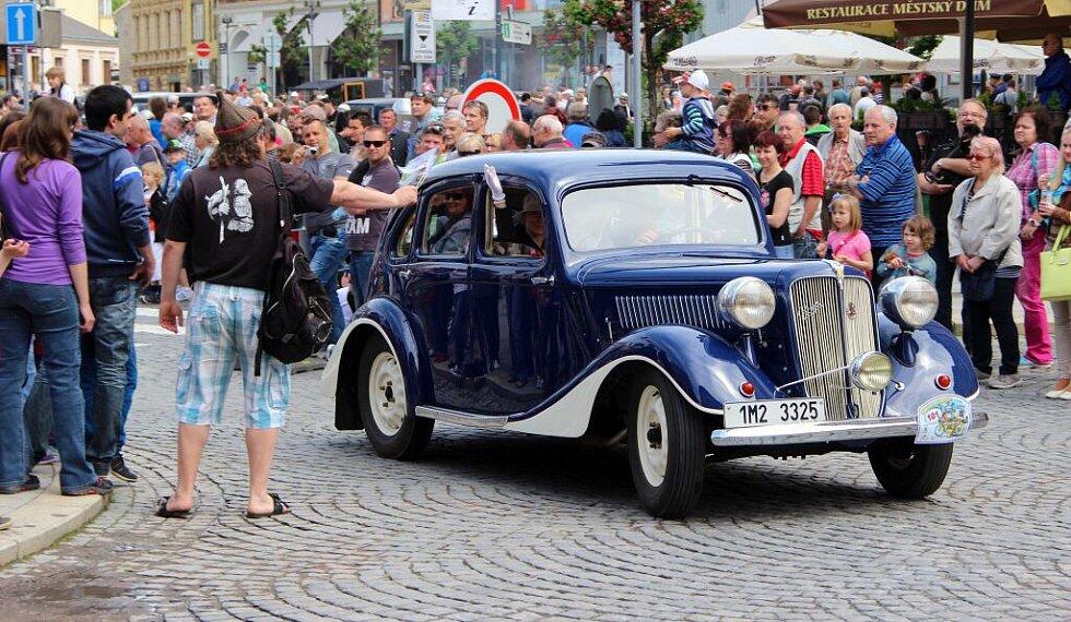 Zastávka Helfštýnského okruhu na přerovském náměstí