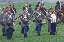 Bitvu prusko-rakouské války z roku 1866 rekonstruovali v sobotu na bojišti u Tovačova členové historických vojenských spolků. Akce se zúčastnilo na 170 vojáků.