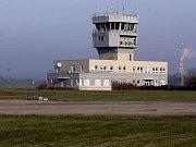 Letouny L-29 Delfín a Mig-21 opouští přerovské letiště