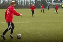 Fotbalisté Želatovic (v červeném). Ilustrační foto