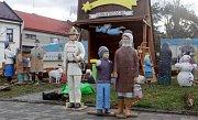 Instalace tradičního betlému v Dřevohosticích na Přerovsku.