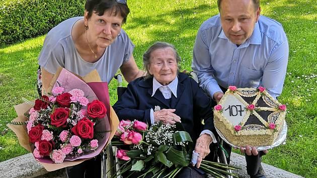 Klientka Domova pro seniory v Radkově Lhotě Anna Sedláčková oslaví 107. narozeniny.