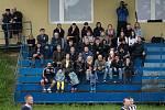 Fotbalisté Beňova v přátelském utkání s Želatovicemi (v pruhovaném).