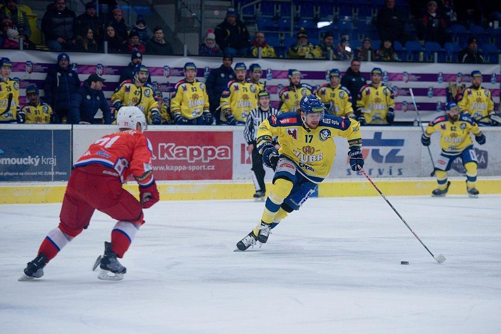 Hokejisté Přerova (ve žlutém) proti Porubě