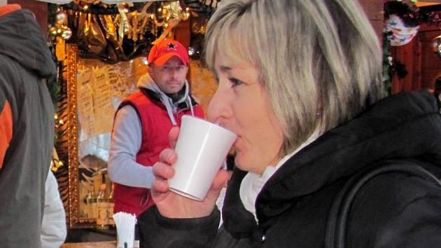 Punč na vánočních trzích. Ilustrační foto