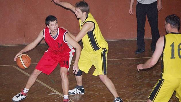 Muži TBS Sokol Přerov (ve žlutém)