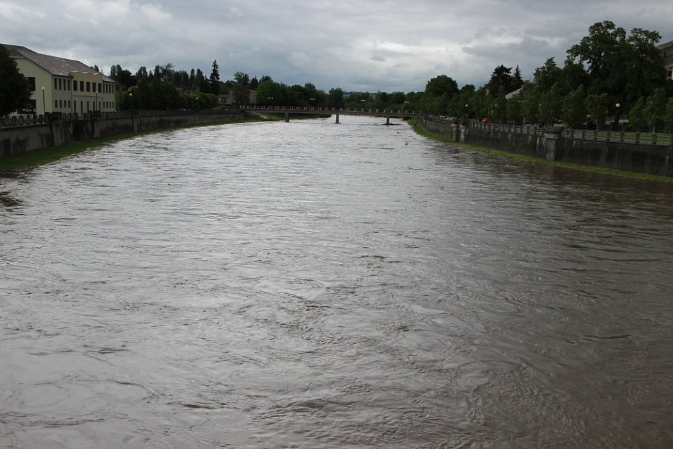 Situace v Přerově byla v pátek dopoledne poměrně klidná, hladina řeky Bečvy nedosáhla v Dluhonicích ani prvního stupně povodňové aktivity.