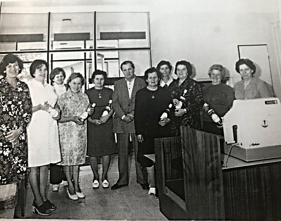 V roce 1977 byla ve Vinarech slavnostně otevřena nová prodejna Jednoty.