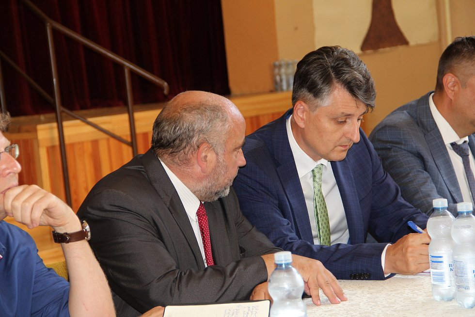 Debata obyvatel Dluhonic s ministrem dopravy Karlem Havlíčkem, 30.7.2020