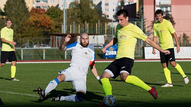 Fotbalisté Přerova (v bílém) proti Skašticím.