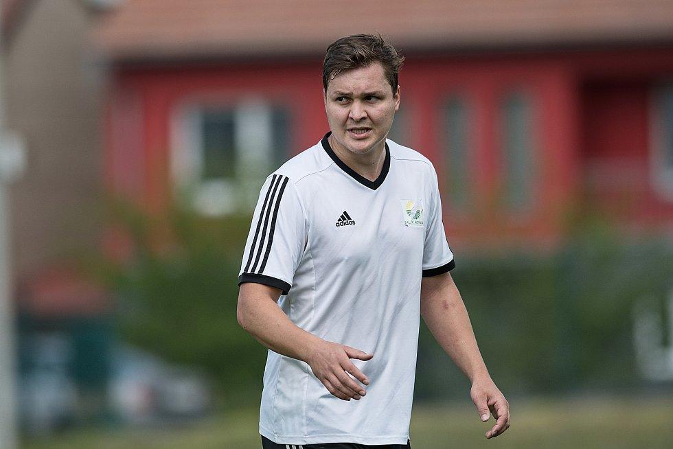 Fotbalisté Beňova (v bílém) v přátelském utkání s přerovskou Viktorkou. Jan Zbořilák