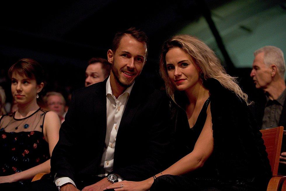 Lukáš Rosol s manželkou Petrou Kubinovou. Galavečer k anketě Zlatý kanár 2018 v hale TJ Spartak Přerov.