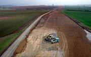 Stavba dálnice D1 v úseku Přerov - Lipník v dubnu 2016