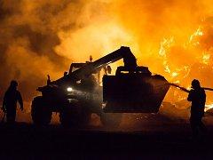 Poslední dubnový den roku 2012 vyjížděli hasiči k požáru stohu sena u obce Lazníky.