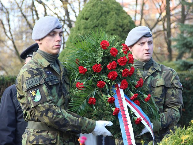 Den válečných veteránů si připomněli v sobotu 11. listopadu přesně  v 11 hodin u památníku na hřbitově v Přerově zástupci města, armády, Svazu bojovníků za svobodu, Konfederace politických vězňů, Sokola a dalších organizací. Pietní akt se tentokrát nekona