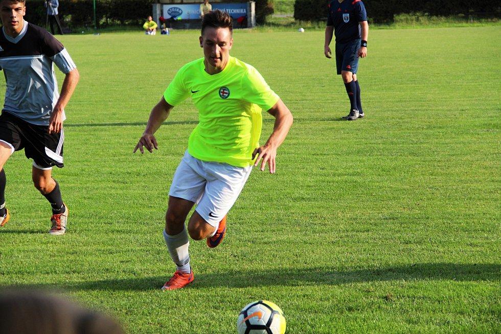 Přípravné utkání mezi domácími Želatovicemi (v šedém) a Bělotínem.