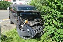 Ke střetu autobusu se dvěma osobními auty došlo v pondělí v ulici Velká Dlážka v Přerově.