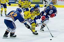 Hokejisté Přerova (ve žlutém) zdemolovali Litoměřice 8:3. Karel Plášek mladší