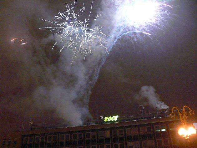 Ohňostroj na Masarykově náměstí přivítal v Přerově rok 2008.
