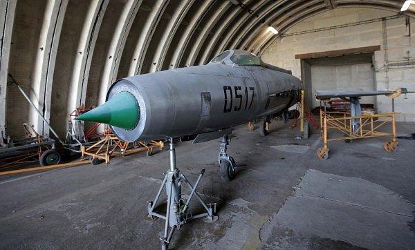 Letouny L-29Delfín a Mig-21opouští přerovské letiště