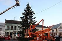 Odstrojování vánočního stromu na náměstí TGM v Přerově