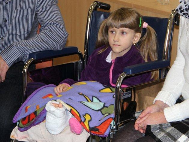Sedmiletá Verunka Hambálková po poslední operaci v přerovské nemocnici