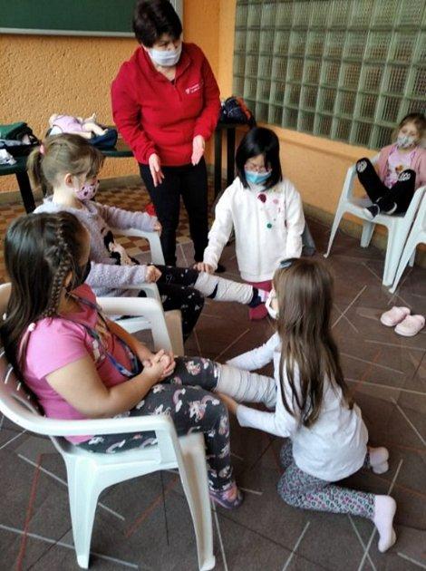 Děti ze školní družiny při ZŠ Svisle vPřerově se učily první pomoc.
