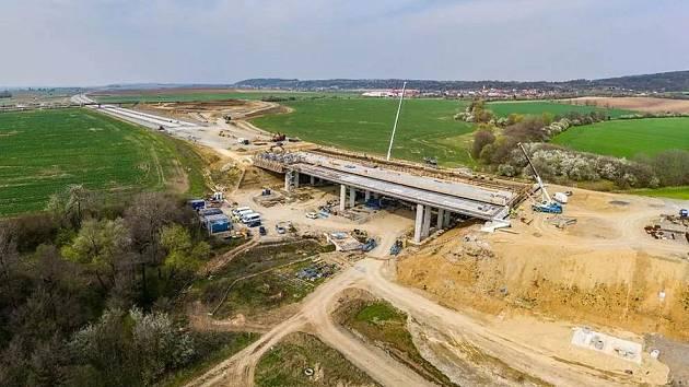 Stavba D1 v úseku Přerov - Lipník nad Bečvou.