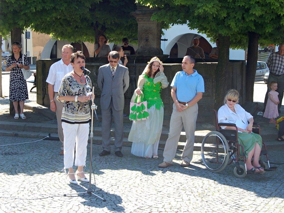 V Lipníku začal osmý ročník venkovní výstavy Kov ve městě