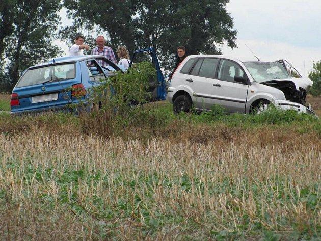 Tragická srážka fordu a felicie mezi Kojetínem a Měrovicemi