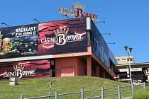 V Přerově rostou nová kasina, přestože byla v roce 2014 schválena zastupiteli obecně závazná vyhláška, která má ve městě potírat hazard.  Přerované si stěžují, že jsou nové podniky v těsné blízkosti obytné zástavby. Jedno nové kasino se nachází i v budově