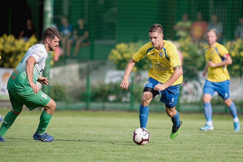 Fotbalisté Kozlovic (ve žlutém) doma porazili Bzenec 2:0. Jakub Kašík