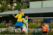 Fotbalisté FK Kozlovice (ve žlutém) porazili Jeseník 3:2.