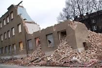 Bourání jednoho z domů ve Škodově ulici v Přerově