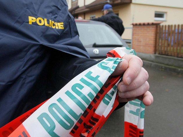 Policie okolí domu uzavřela