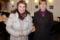 Farářka Alena Milová (vlevo) a kazatelka Petra Hrušková (vpravo)