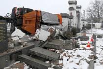 Nehoda náklaďáku v Polkovicích