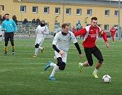 Fotbalisté 1. FC Viktorie Přerov v přípravném utkání v Hranicích proti domácímu SK.