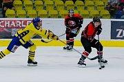 Hokejisté Přerova (ve žlutém) v přípravě proti Orlům Znojmo.